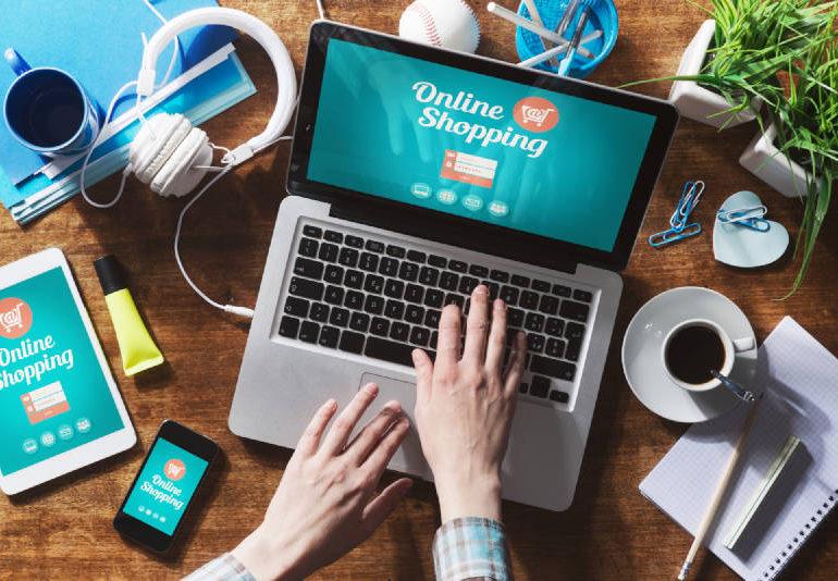Polacy kupują online w czasie pracy