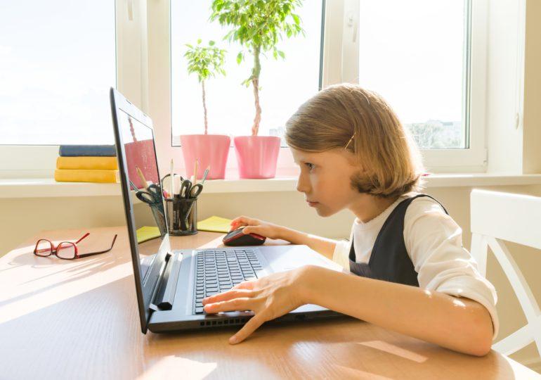 PEPCO pomaga dzieciom przekazując za pośrednictwem Fundacji Świętego Mikołaja komputery do nauki potrzebującym uczniom