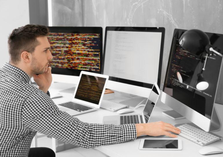 Ile zarabia i kim jest polski programista - freelancer?