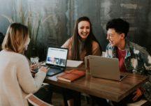 85% Polaków przyznaje, że znajomość języków obcych ułatwia im ścieżkę kariery